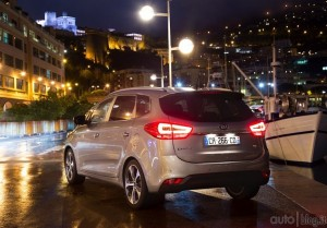 kia-carens-19jpg_small (1)