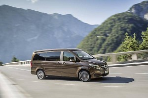 Mercedes-Benz_Marco_Polo_2015_-13