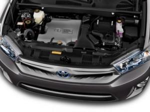 2015_Toyota_Prius_Plus_engine