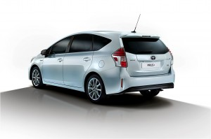 Toyota-Prius_Plus_2015_img-02