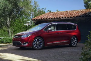 Chrysler-Pacifica-2016-2017-1-min