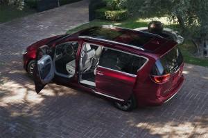 Chrysler-Pacifica-2016-2017-5-min