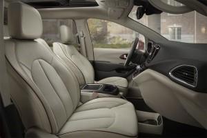 Chrysler-Pacifica-2016-2017-salon-1-min