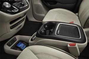 Chrysler-Pacifica-2016-2017-salon-2-min