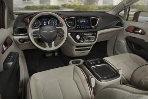Chrysler-Pacifica-2016-2017-salon-min
