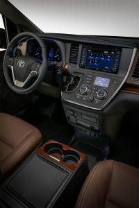 Toyota-Sienna-2018-7-min