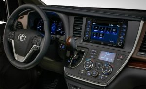 Toyota-Sienna-2018-8-min